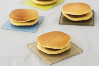 パンケーキサンドでは全体の大きさも食べやすいサイズにするところがポイントです。手で持って食べるサンドイッチにする時には、持ちやすく具材がこぼれにくいサイズで作ってみましょう。