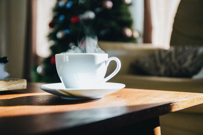 クリスマスイブは盛大にお祝いしますが25日は特になにもしません。デパートやお店なども閉まっており、クリスマスディナーで残った食べ物をつまみながらテレビをみたりと家でゆっくり過ごす家庭が多いようです。