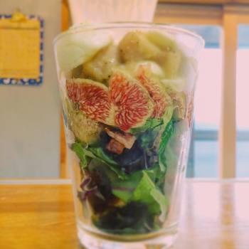 グラスは側面も見えるので、断面の美しい食材を使うのもポイント。