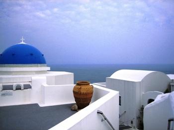 高知の「ヴィラ サントリーニ」は、ギリシャのサントリーニ島をイメージしたリゾートホテル。