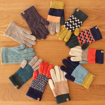 オシャレでデザイン性が高いと評判の、Tehtava(テスタバ)の手袋。幅広いラインナップで、シンプルなものからポップなデザインまで用意。男女兼用手袋なので、男性へのプレゼントにもオススメです。