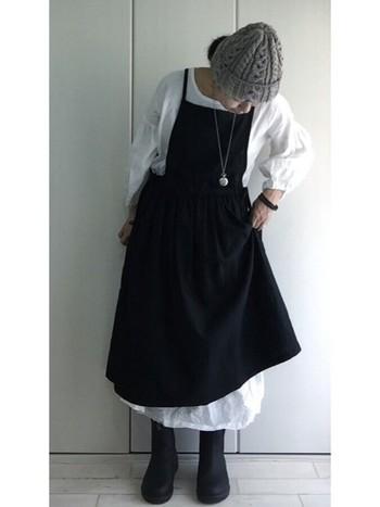ブーツやニット帽を合わせて、秋冬にもぴったりのコーディネート!重ね着すれば、1年を通じて着られます。
