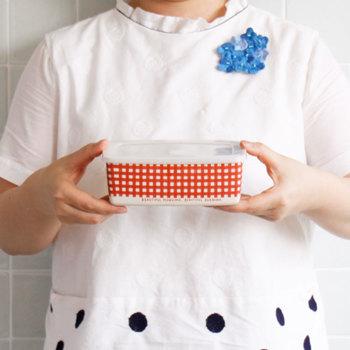 お弁当箱としてはもちろん、高さもあるのでサンドイッチを詰めても◎。果物や焼き菓子などを入れたり、タッパーとして活用するのも良いですね。使い勝手も良く、受け取る相手にも喜ばれるオススメのアイテムです。