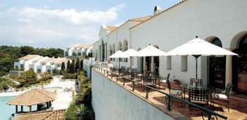 プライムリゾート賢島」は、南欧の風に包まれる「最上(プライム)」という名のリゾート。大人が心身ともにくつろげる、エレガントで上質な休日をテーマにした海辺のホテルです。