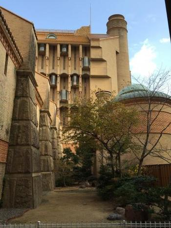 最も優れた建築に授与される「村野藤吾賞」を受賞。建築をはじめ、オブジェ、インテリア、すべてがアートです。
