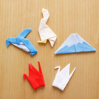 折り紙のように見えて実は「眼鏡拭き」というユニークなアイテム、Perrocaliente(ペロカリエンテ)のPeti peto(プッチペット)。ツル(赤・白)や富士山、ペンギン、グースの全5種類で展開しています。