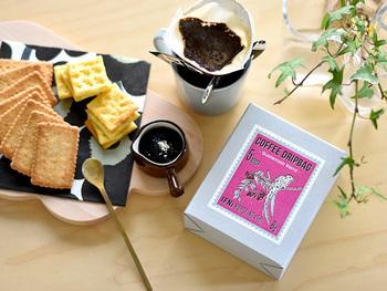 柔らかなテイストの「コロンビアブレンド」をはじめ、すっきり爽やかな「エチオピアブレンド」や中煎りの定番ブレンド「グァテマラブレンド」、甘味とコクのある「ケニアブレンド」など全5種類を用意。まろやかな味わいの「デカフェ・カフェインレスコーヒー」は、カフェインフリーなので、妊婦さんや就寝前の一杯にもオススメです。