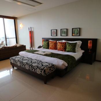 「サンカラリゾート&スパ屋久島」は、真のホスピタリティとともに、世界遺産・屋久島への貢献を経営理念とするオーベルジュ型リゾートホテルです。