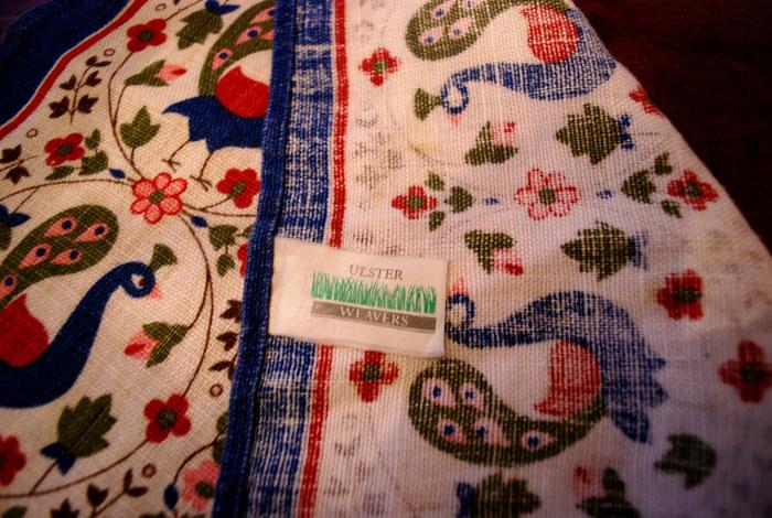 Ulster Weavers(アルスター・ウィーバーズ)は、イギリス王室御用達のホームテキスタイルメーカー。 クラシックでエレガントなデザインから、遊び心のあるキュートなものまでバリエーションが豊富!動物や自然をモチーフにしたものは特に人気があります。 生地がしっかりしていてどこか高級感あふれる雰囲気は、紅茶好きの方への贈り物にもおすすめです☆  ※画像はティーコージーではありません。