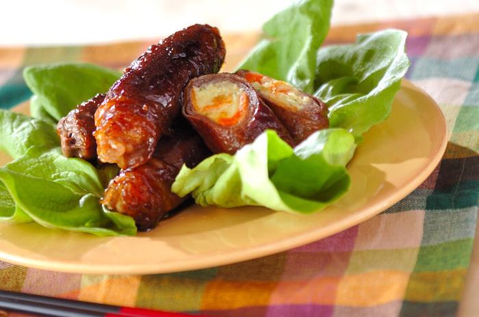 肉じゃがで作ったポテトサラダをお肉で巻いてボリューム満点のおかずにリメイクはいかがでしょう?照り照りのタレが絡んでとっても美味しそう!