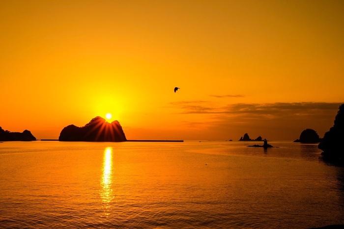大田子海岸は、西伊豆屈指の夕陽スポット。輝く夕陽も素晴らしいですが、日没後の一時も…。