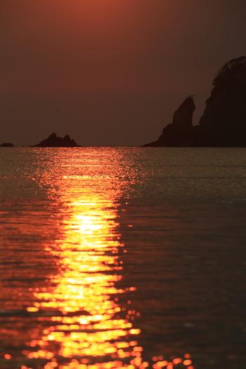 暮れなずむ、西伊豆の海。マジックアワーももう終わりに…  伊豆には観光名所や美味しい産物が沢山あります。 マジックアワーの一時まで、伊豆を満喫しましょう。 観光マップは下のリンク先へ。