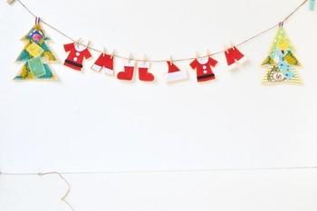 サンタさんのお洋服がお洗濯されているみたいなガーランド♪