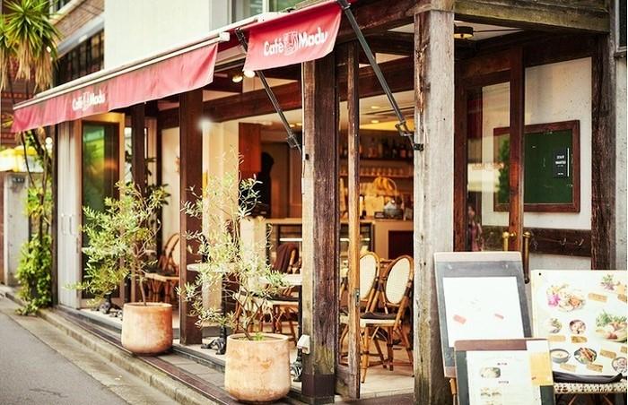 オープンカフェとしては、青山では草分け的存在☆1994年のオープン当時、オープン席のお客さんはほとんどいなかった記憶が…(by筆者)。