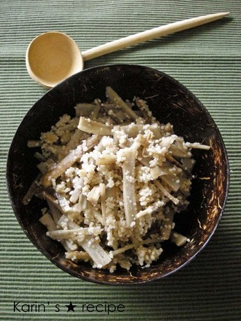 ゴボウとクスクスにバルサミコ酢を加えて作ったヘルシーなサラダ。シンプルなのにとっても美味しい。あと一品欲しい時にも重宝しますね。
