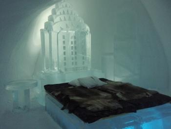 氷でつくられたお部屋にはそれぞれテーマがあり全て異なるデザインとなっております。