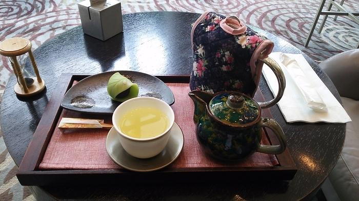 「東宝美人」「凍頂烏龍茶」など6種類の中国茶が取り揃えられています。どれもとても上品な味わいで、気分がほっとほぐれそう。 (写真は季節限定の「種子島の新茶」)