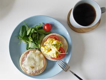 淡いミズイロのライトブルー。爽やかな朝食タイムにいかがでしょうか。