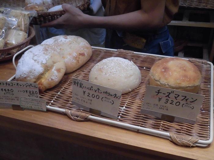 市販の天然酵母ではなく、「自家培養の天然酵母」を使うのは、シンプルに本当にかっこいいこと。天然菌にこだわるタルマーリーは、麹菌も自家採取をしてビールも作りはじめたそうです(販売情報はHPやFBを要チェックです!)。そんなこだわりを積み重ねて出来上がるパンは、県内外のお客さんを惹きつける、納得の、本物の味です。