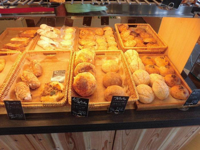 パンひとつひとつ、小麦粉の種類や製法を細かく分けてつくられているパンたち。小麦の味わいを感じるパンです。