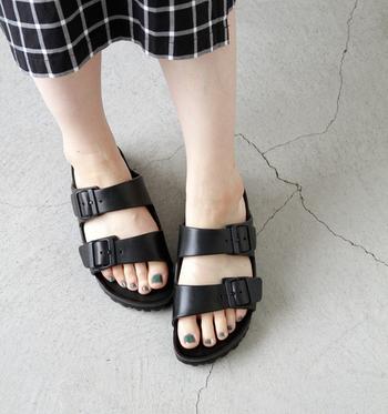 夏は素足で、靴下を合わせれば一年中履けるサンダルのARIZONA(アリゾナ)。カラーも豊富なので、お気に入りのものを見つけてみましょう。