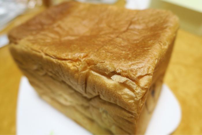六甲にある地蔵家。 他府県からの問い合わせも多いというこちらのお店。 上質な生クリームとバターをたっぷりと加えた贅沢な味わい。 水から素材にこだわり、食パンひとすじです。