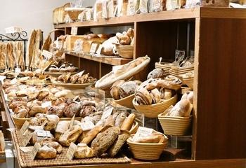 おやつ代わりに、食事にと多種多様なパンを選べる街・神戸。 ご紹介したのは、ほんの一部ですが街を歩けばパン屋に当たりますので、 あなたのお気に入りのパン屋さんを見つけて下さいね!
