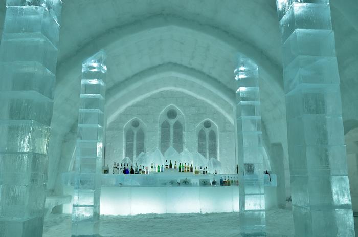 アイスバーでは、氷のグラスでドリンクを楽しめるそうです。氷を生かしたしつらえで、特別な気分になれそう。