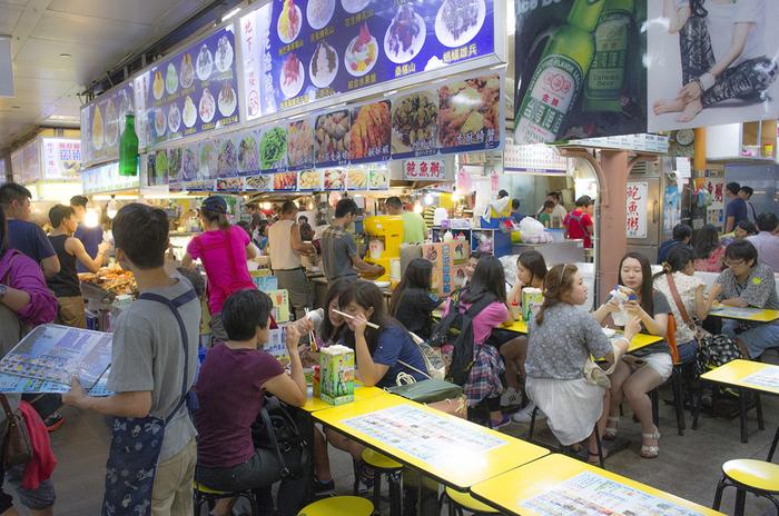 台湾に住む人たちにとっては、「料理を外に食べに行く」というよりは「外に自分の家のご飯がある」といった感覚なのかもしれませんね。