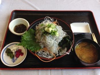 日本一の漁獲量を誇る「しらす」。 生しらす丼や釜揚げしらす丼を食べに訪れる観光客も! 新鮮なしらすはいろいろな食べ方を楽しめます。