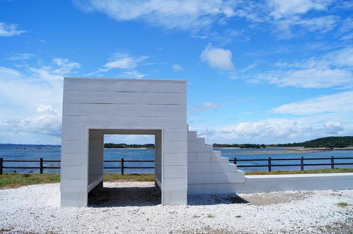 佐久島アート「イーストハウス」。 佐久島の自然と調和したアート。 ココでしか撮れない写真があります。