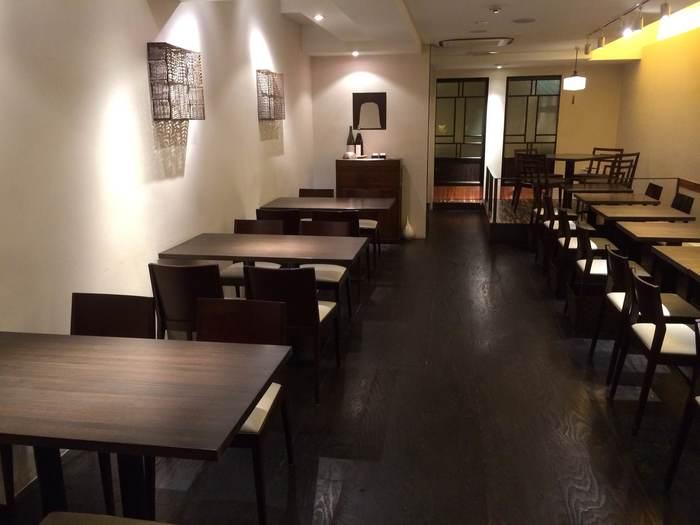 お蕎麦屋さんとは思えないほどモダンな雰囲気の「そば切り黒むぎ」は2013年にオープンしました。