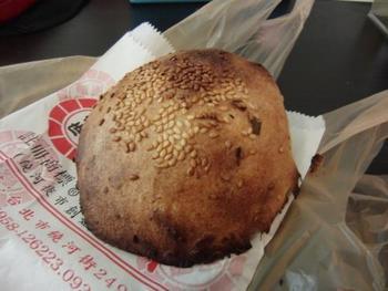 こちらは石窯で焼き上げる『胡椒餅(フーチャオピン)』。台湾夜市で人気急上昇中! なくてはならない存在です。