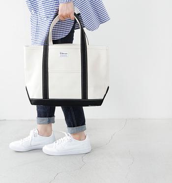 丈夫な24オンスのキャンバス素材を使用していて、使いこむ程に味わいが増していき、長く愛用されるトートバッグです。