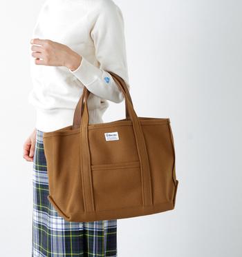 マリンウェアブランドとして知られるオーシバルですが、トートバッグも非常に魅力的ですよね。サイズやカラーバリエーションも豊富にあるので、男女問わず、また、主婦や学生の方など幅広く使えるバッグだと思います。キャンバストートの購入を検討されている方がいたら、ぜひおすすめしたい一品です♪