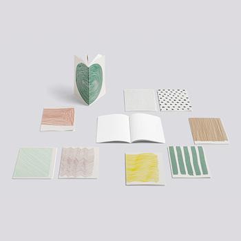 「HAY」が作る、デンマークを代表する「Kvadrat(クヴァドラ)」社の生地を使用したノートブック。ナチュラル好きな女性にはたまらない色味とデザインです。