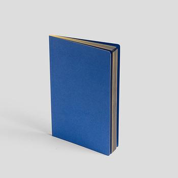 こちらも「HAY」のノートブック。エッジがゴールドになっていて高級感があるノートです。表紙がシンプルなノートは、どんな用途にも使いやすいですよね。