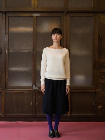 洗練された上品なたたずまいのこちらのセーター。中川政七商店が手がける新ブランド「kuru(クル)」のニットです。とてもシンプルなのに、ぱっと見ただけで質が良いことがよくわかります。「kuru(クル)」の製品に対する熱い想いをご紹介していきます。