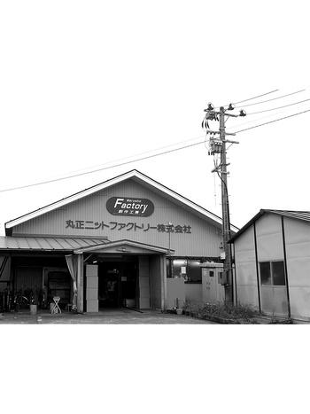 中川政七商店がタッグを組んだ丸正ニットファクトリーは新潟県見附市にあります。新潟県見附市は古くから繊維産業が盛んで、現在は総合的な生産機能が集積する工場が多く集まっているんですよ。