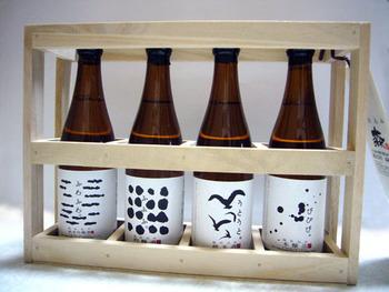 ショップでお土産もどうぞ。 こちらは、純米吟醸酒「ふわふわ。」、吟醸酒「ふふふ。」、純米酒「うとうと。」、本醸造酒「びびび。」の四種類がかわいい桝に入ったセットです。小豆島の職人による檜を使った木箱に入ったプレゼントにもぴったりのセットです。  その商品名の可愛さにも注目ですね。