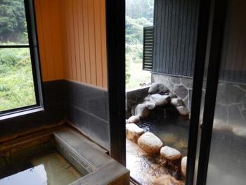 家族湯のタイプは3種類あり、一番広い個室には内風呂・露天風呂・テラスが全て完備されています。日帰り温泉とは思えない贅沢な空間に、お子さんも大喜びするはず。
