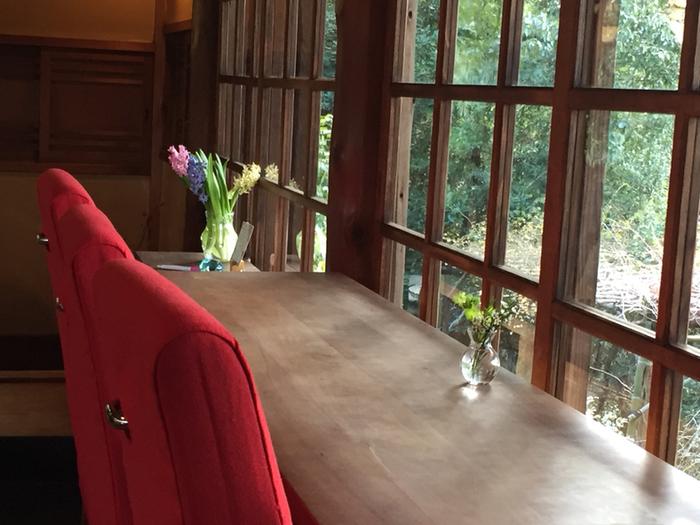カウンター席も設置されているので、お一人様でもゆっくりとくつろげます。