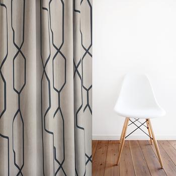 シンプルモダンにスッキリと変えたいなら、ちょっぴりかっこいいデザインを取り入れてみて。直線的なデザインがお部屋をシャープに演出してくれます。