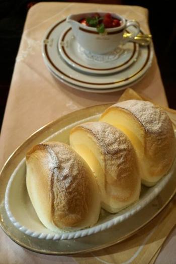 これはザルツブルク名物のスイーツ「ザルツブルガ―ノッケール」。アルプスの山々のような形で、20分程かけて焼き上げたフワフワのスフレのお菓子です。