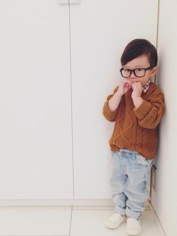 黒縁でビッグサイズのメガネが、コーディネートのポイント。可愛らしさと格好良さのバランスが◎