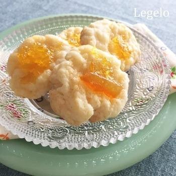 クッキーの上に、レモンジャムをのせて焼き上げたクッキー。甘みと少しのしっとり感が加わって美味ですよ!