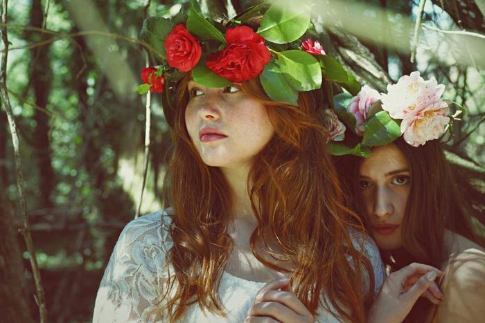 特別な人と大好きな人達に囲まれた、大切な1日となる結婚式。 みずみずしいグリーンや柔らかな花いっぱいのナチュラルウエディングが、今とても人気なんです。