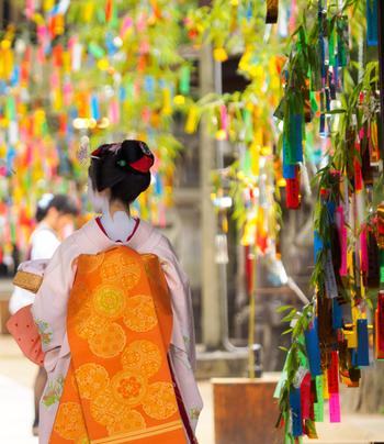 京都は古都としての歴史と、新しい文化が混じり入る趣き深い街。京都市内を巡ると至る所に目にする甘味処についつい心惹かれますね。今日、京都では洗練された新しい和スイーツ店が次々と登場しています。その中でも、ついつい写真に収めたくなるような、フォトジェニックな和スイーツをご紹介します♪
