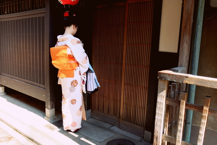 和菓子の聖地、京都には今や新しい和スイーツが次々に生まれています。その中でも、つい写真に撮りたくなるようなフォトジェニックな和スイーツは、京都までわざわざ足を運ぶ価値がある程♪京都でしか食べられないお洒落な最新和スイーツを巡る旅をしてみませんか?