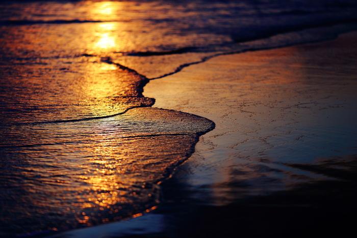 波の音も癒しサウンドとして有名。ザザーっという音の中に、じつは「1/fゆらぎ」が潜んでいるのです。
